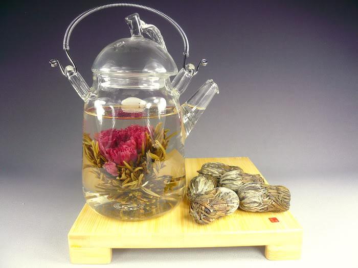 Planoucí děvče - kvetoucí čaj